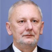 /zivotopis.php?zivotopisi_osoba_id=5679&davor-bozinovic